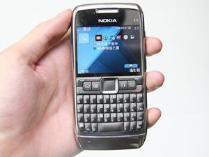 10 mm 激瘦!QWERTY 鍵盤 3.5G 商務機 Nokia E71