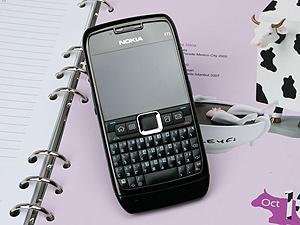 萬能商務機 Nokia E71 爵士黑低調現身