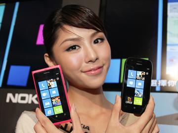 NOKIA Lumia 800/710芒果機 11/26起預購送好禮