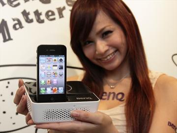BenQ GP2迷你投影機 iPhone隨插即播 資訊月首賣