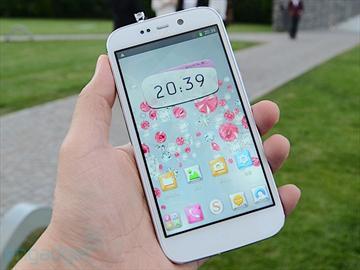 嵌129顆施華洛世奇寶石 SUGAR首飾手機發表